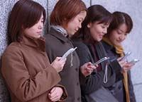 japanesegirlscellphones-thumb3.jpg